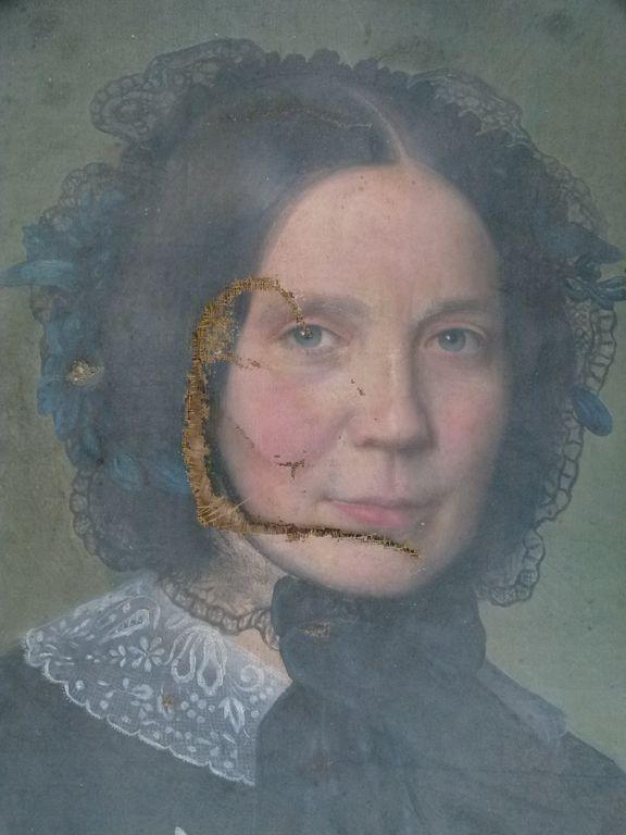 avant la restauration du portrait de femme | Atelier de Montavel